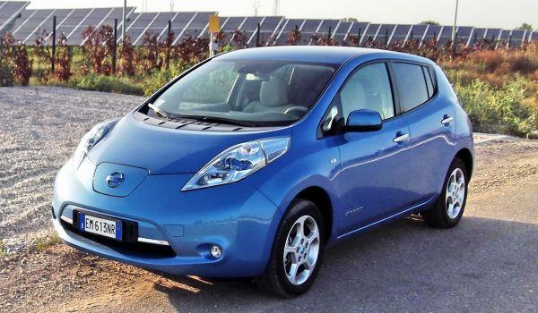 Nissan Leaf apertura
